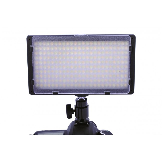 Nakamerowa lampa LED CN-240