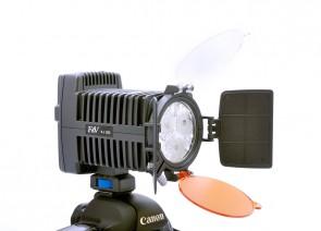 Lampa FV-R3 umieszczona na body Canon 5D